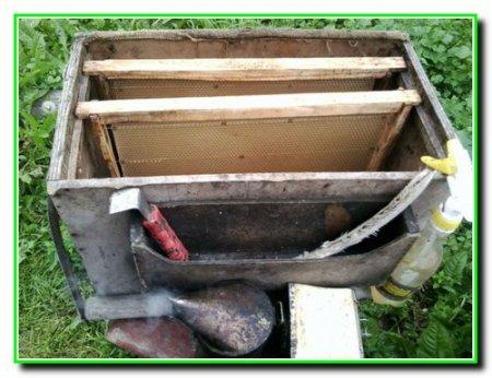 Рамки и инвентарь для ухода за пчелами