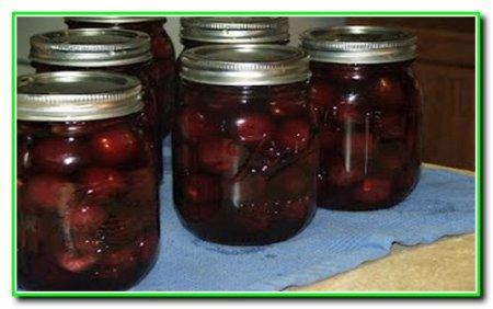Приготовление уксусных яблок и вишни